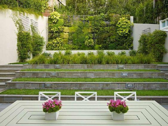 gartenmauer bepflanzen - platzsparende gestaltung für die hanglage, Hause und Garten