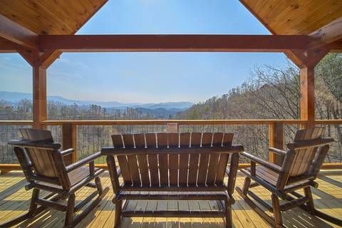 Restful View Is A Luxurious 4 Bedroom Log Cabin That Has Spectacular Mountain Views Beautiful Cabins Cabin Cabin Rentals