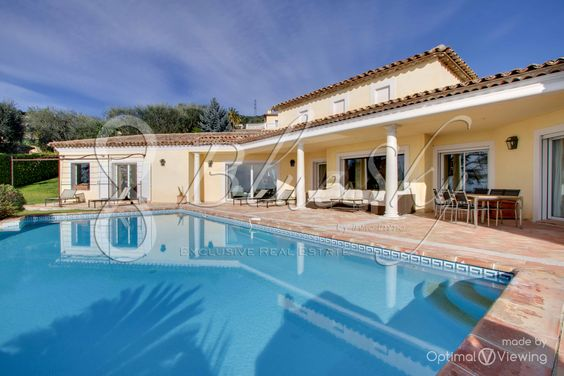 Beautiful villa rental of 160 m ² in Nice. This beautiful villa of 160 m2 offers an exclusive position for a stay close to the city center and to the sea. Placed in attractive district of Gairaut in Nice the house can welcome up to 8 people. Services top of the range.