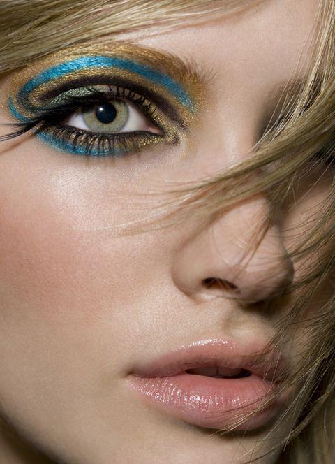 make-up-is-an-art:    Beauty. Photo by Robin Schoen.
