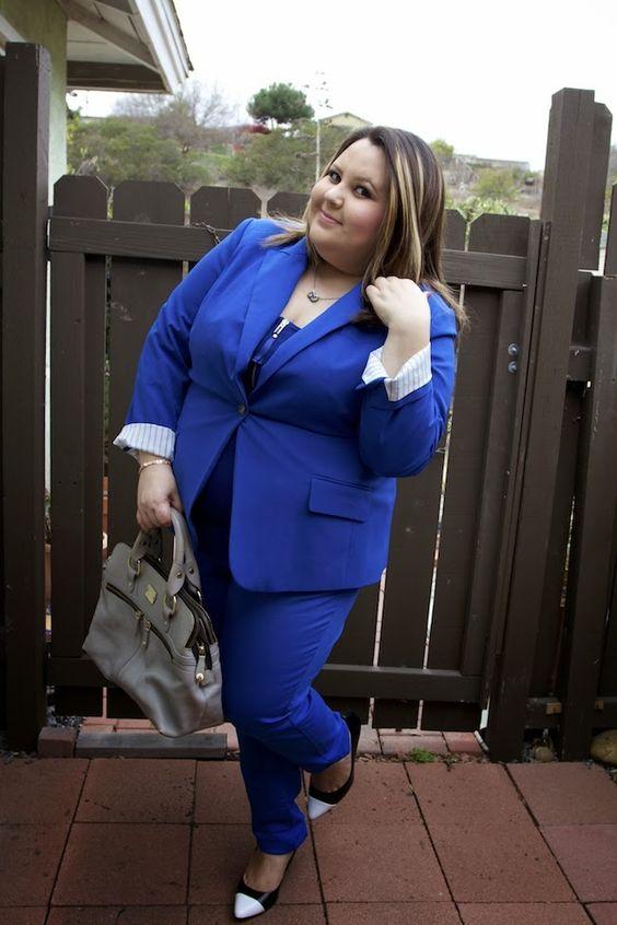 Blue monochromatic look for plus size women. Forever 21+, Lane Bryant Shoes, Vince Camuto Blue Plus Size blazer, pippa Modalu bag, Atuendo azul monocromatico. Moda plus size en: http://www.alessandragonzalez.com