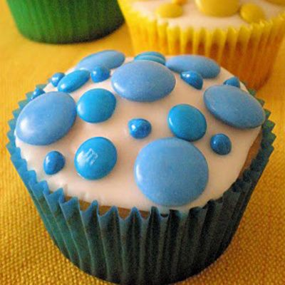 Fun cupcake idea...Polka Dot Cupcakes with Mini and Regular M&M
