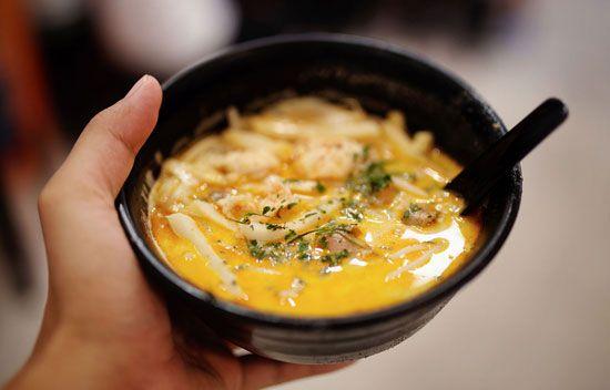 Đến Katong để trải nghiệm những món ăn truyền thống đặc sắc của Singapore.