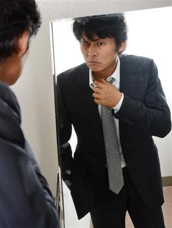 スーツ姿の織田裕二