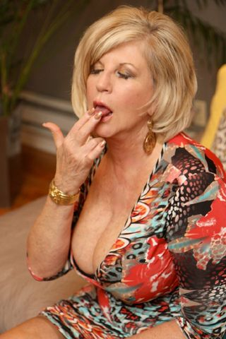 Major Mature Tits 86