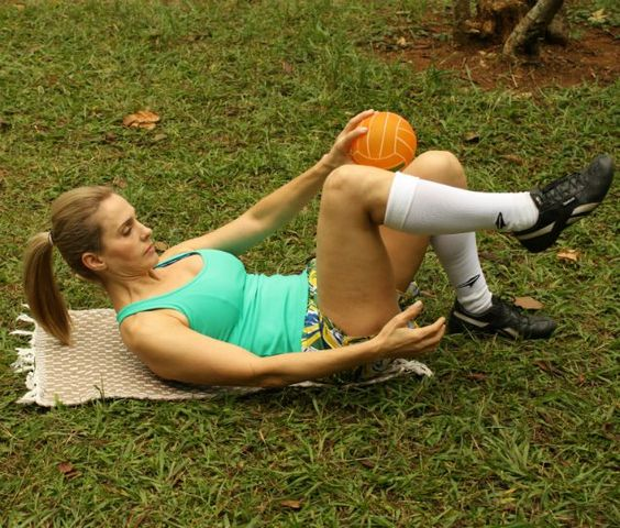 As atividades aeróbicas são essenciais para secar a gordura. No entanto, para obter uma barriga durinha e definida, só existe uma maneira: exercícios abdominais.Leia também:9 exercícios para definir pernas, glúteos e abdômenBarriga chapada: veja os exercícios para conquistar abdômen dos sonhosExercícios para