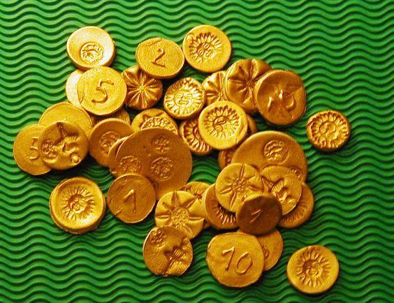 Anniversaire enfant thème pirate - Pour le trésor: monnaie ancienne (pâte à sel ou argile auto-séchante) - ça peut aussi constituer une activité pour les invités