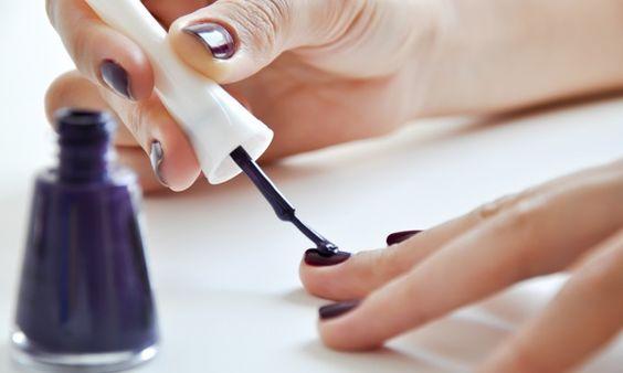Os maiores erros na hora de fazer as unhas - Mãos e pés - Beleza - MdeMulher - Editora Abril