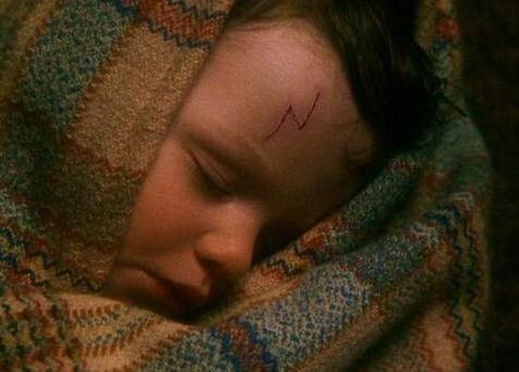 Pin Von Mia Leonie Auf Harry Potter Harry Potter Fakten Harry Potter Narbe Blitznarbe