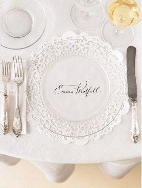 love it ... name on a doily with a clear plate on top
