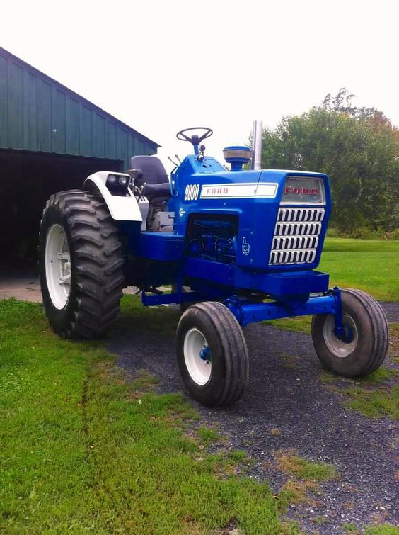 1972 Ford 9000 Tractor : This is my ford although it s the motor