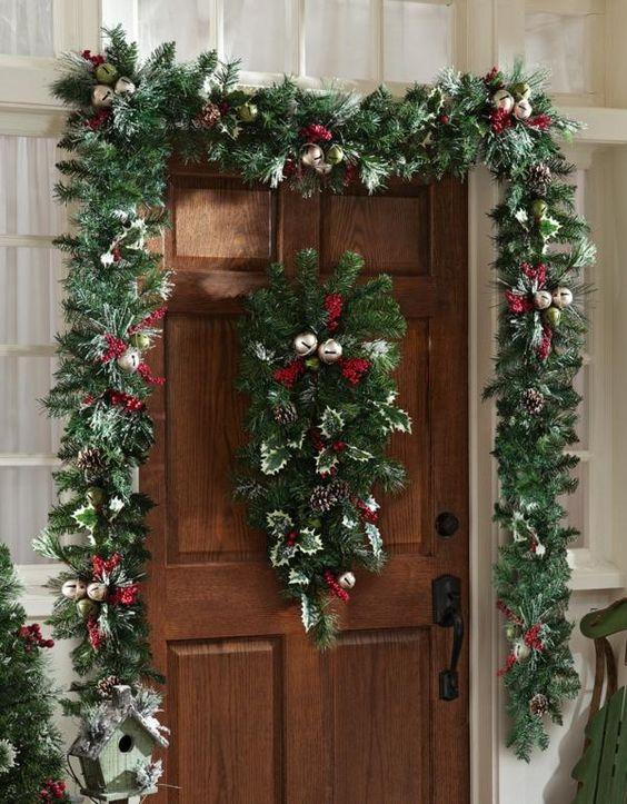 weihnachtliche Deko ideen Haustür grüne girlande
