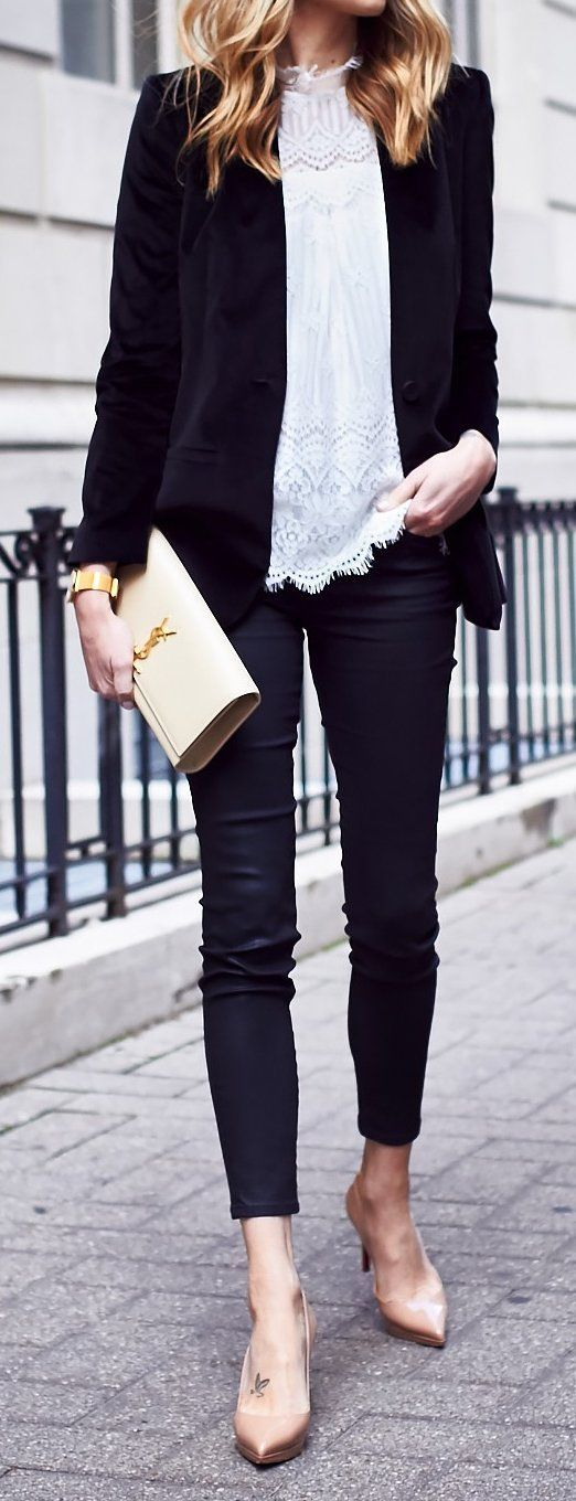 Velvet Jacket // White Blouse // Skinny Jeans // Pumps Source
