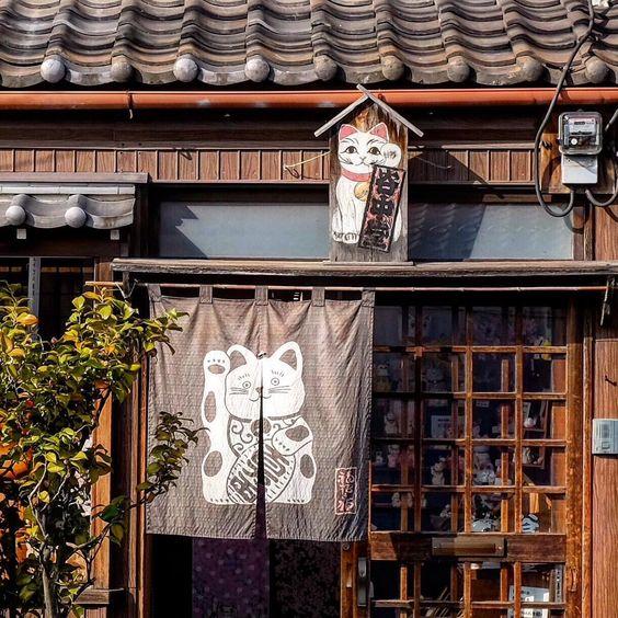 招き猫のいる日本の景色の壁紙