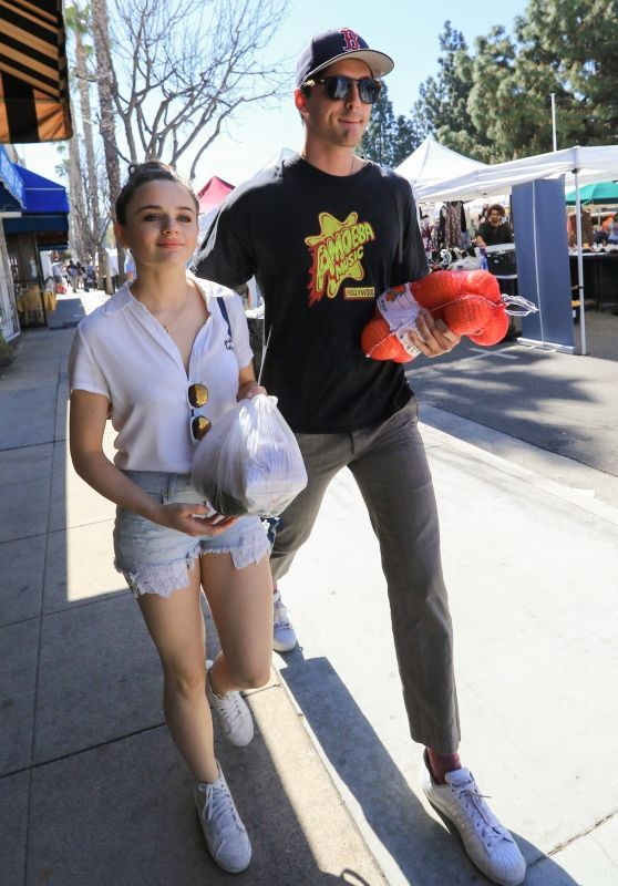 Joey King With Her Boyfriend Goes To The Farmers Market In La 04 22 2018 Joey King Kissing Booth King Outfit