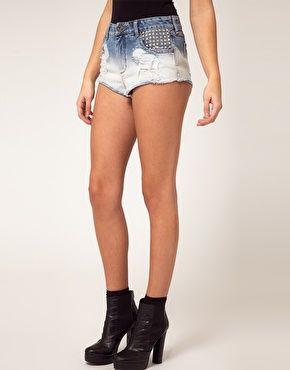 Aumentar Pantalones cortos vaqueros de talle alto con tachuelas de River Island