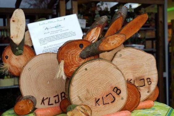 Eine Nachtschicht hatte die KLJKB eingelegt, um diese Hasen aus Holz zu fertigen. Es war ihre Aufgabe im Rahmen der Aktion LAMA (Land macht aktiv).