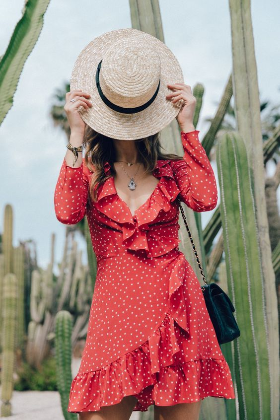 Realisation_Par_Dress-Star_Print-Red_Dress-Outfit-Catonier-Hat-Lack_Of_Color-Black_Sandals_Topshop-Barcelona-Collage_Vintage-Mossen_Gardens-64 Más: