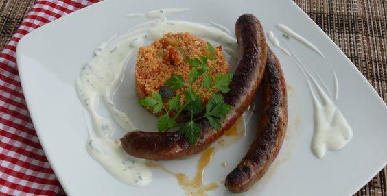 Merquez mit mediterramen Couscous und Joghurtdip