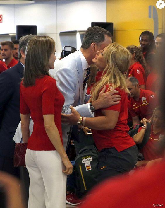Felipe VI et Letizia d'Espagne sont allés souhaiter bonne chance à la délégation espagnole pour les Jeux olympiques de Rio avant…