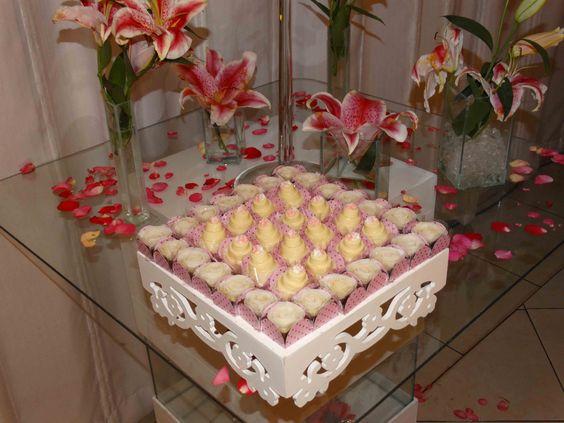 Docinhos Finos da Sweet Rosie Bolos e Doces Finos: Bolo de Noiva e Rosa de Coco (Casamento de Cleia e Ewerton)