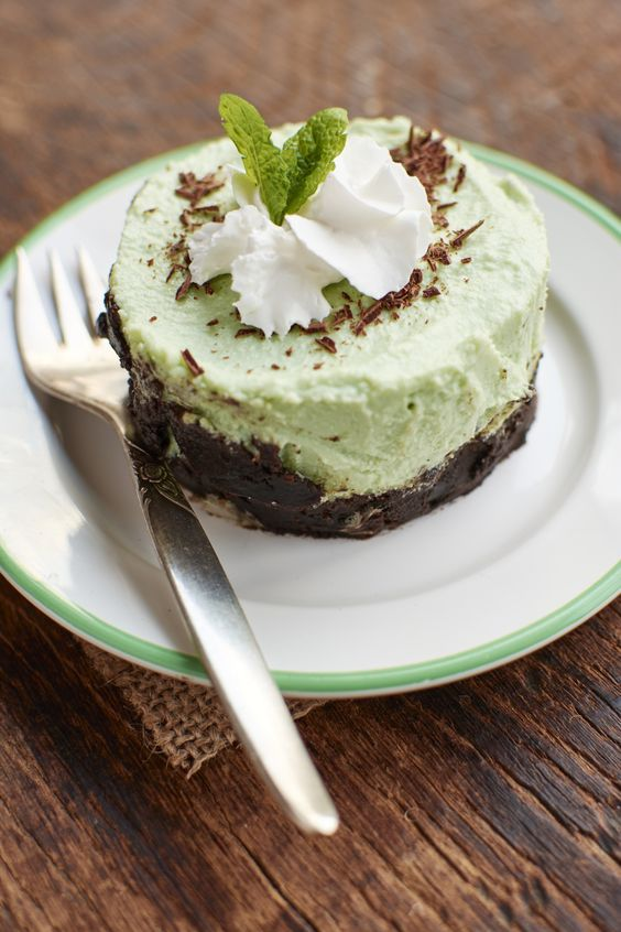 flavor in pie form? Yes, please! This Frozen Thin-Mint Grasshopper Pie ...