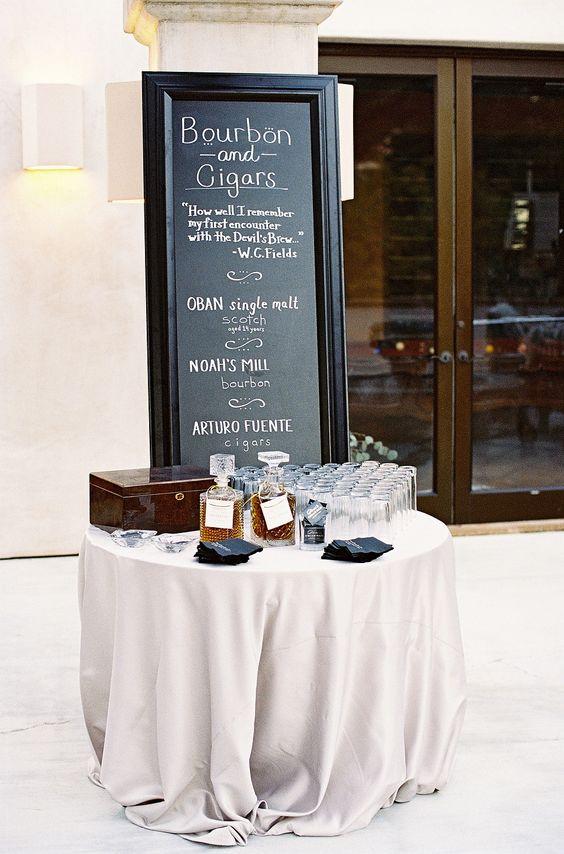 Decoración de boda moderna y elegante en blanco y negro con tonos ámbar y madera para boda urbana. Photography: Élan Klein - elankleinphoto.com  Read More: http://www.stylemepretty.com/2014/10/13/elegant-garden-wedding-at-a-montecito-estate/: