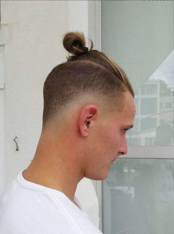 Manner Frisur Zopf Undercut Frisurentrends Erstaunliche Frisuren Frisuren Haarschnitte Frisuren Mit Zopf