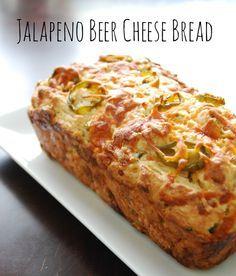Super Yummy Jalapeño Cheese and Beer Bread Recipe! #beerrecipes #beerbread