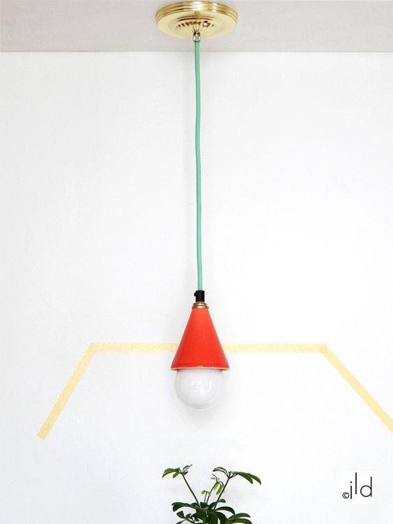 Luminaire suspendu en céramique orange et laiton. - Graphique & chic - Pièce unique.