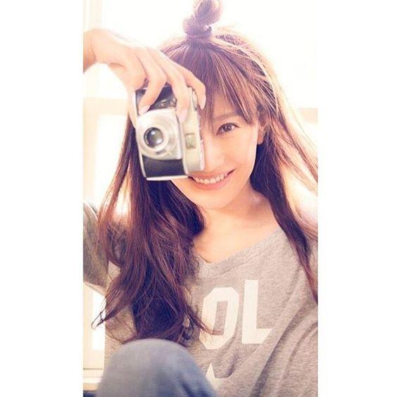 カメラを構える篠原涼子