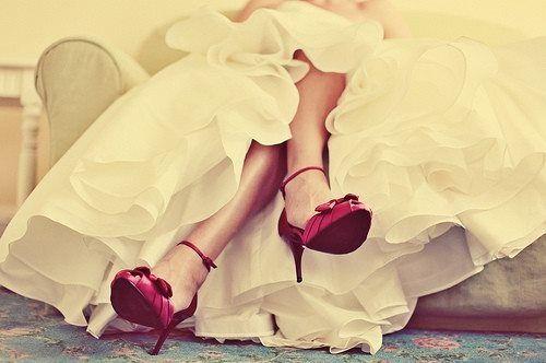Los tacones altos harán más esbelta la silueta de la novia - lee el resto de los secretos para lucir mas delgada el dia de tu boda!
