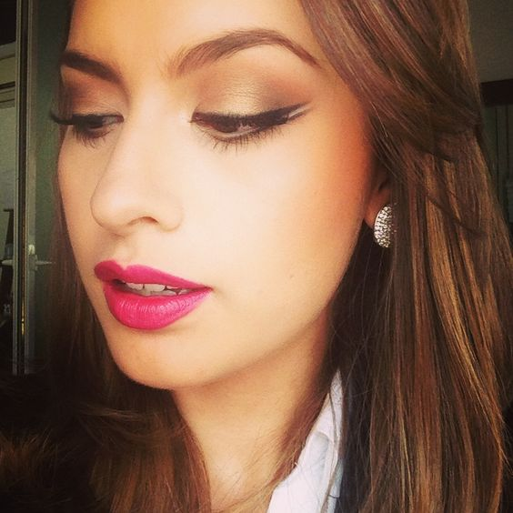 Double wing makeup