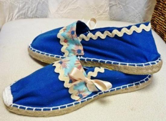Alpargatas Y Zapatos, Pintar Zapatos, Decoración Ropa, Personalizar Calzado, Alpargatas Decoradas, Zapatillas Decoradas, Picunelas Lazos, Lazos Cosido,