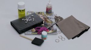 Transform an old VHS case in to a clutch #recycle