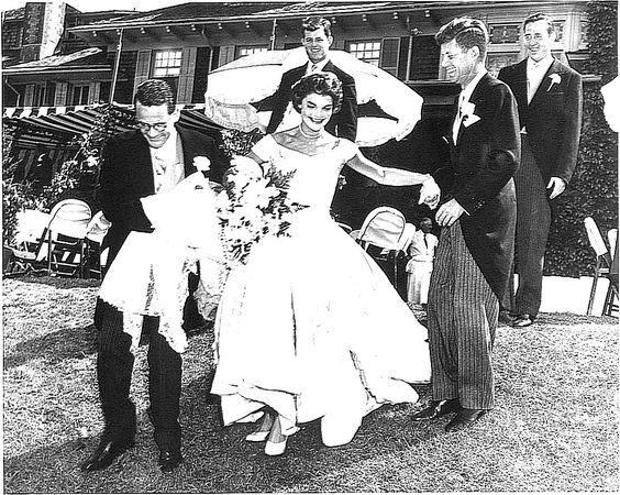 JFK MARRIES JACQUELINE BOUVIER IN NEWPORT, RHODE ISLAND