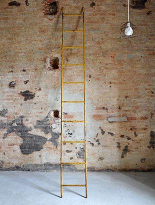 Interior design recupero scala a pioli interamente in ferro con ...