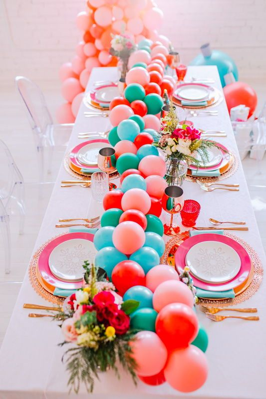 A Pink Christmas Balloon Bauble Diy Balloon Table Runner Colourful Christmas Table Styling Ideas Christmas Balloons Dinner Party Table Hosting Christmas