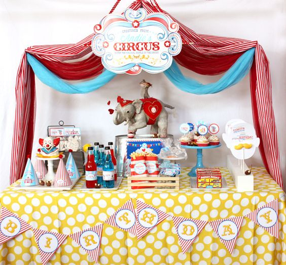 How beautiful is this circus dessert table