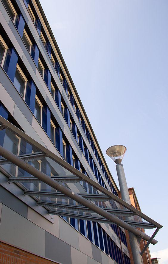 Das ist der Blick von dem neuen Eingang des Fachbereichs Medien auf Gebäude 12.