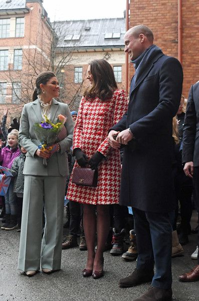 Kate Middleton Photos - Catherine, Duchess of Cambridge and Prince William, Duke of Cambridge accompanied by Crown Princess Victoria, arrive at the Matteusskolan school in Stockholm where they will meet children who have taken part in the YAM programme during one of their mental health activity sessions on day two of their royal visit to Sweden and Norway on January 31, 2018 in Stockholm, Sweden. - The Duke and Duchess of Cambridge Visit Sweden and Norway - Day 2