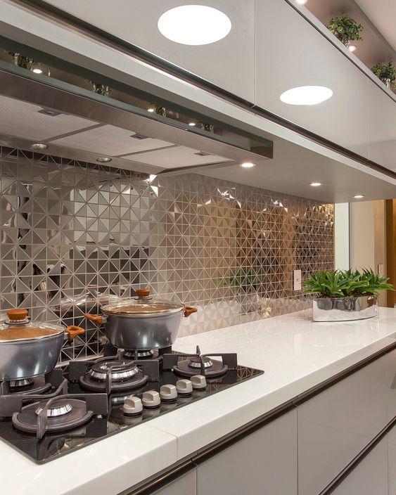Projeto Apartamento Golden - Designer de Interiores @iarakilaris Project Golden Apartment - Interior Designer @iarakilaris #cozinha…