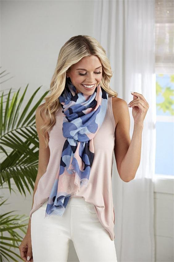 the right outfit for every occasion. Beautiful scarf in soft quality