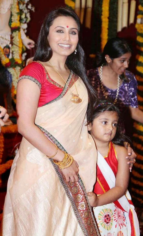 Rani Mukherjee with her niece mishti