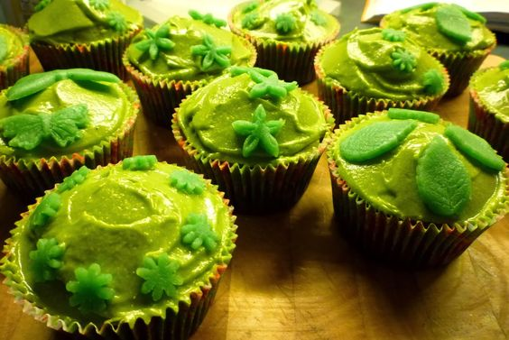 Squirrel of Nom's Tasty Treats: Matcha Cup Cakes!