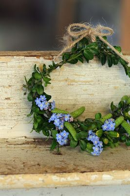 ♥A natural wreath made out of Mother Natures materials.