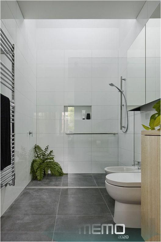 Jul 1 2019 Image 9 Of 17 From Gallery Of Garden Wall House Sarah Kahn Architect Photograph By Ta In 2020 Small Bathroom Makeover Bathroom Interior Small Bathroom