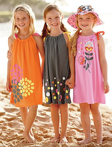 Too cute!  Jersey pillowcase dress by Hanna Andersson.  Love the colors, esp. the orange.  Will have to attempt to recreate pattern with some iron-ons, maybe. -great idea as a beach cover up                                                                                                                                                     Más