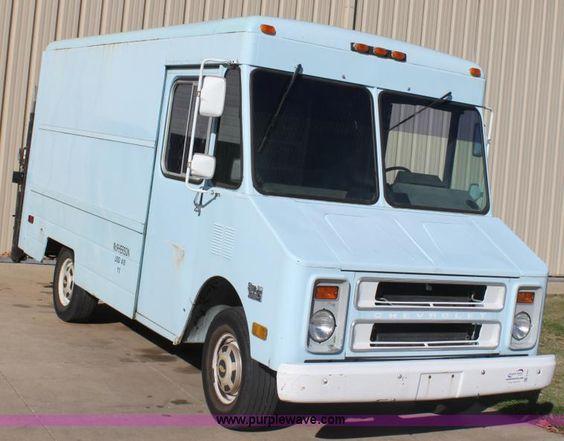 E4301D.JPG 1992 Chevrolet P30 step van , 49,401 miles on