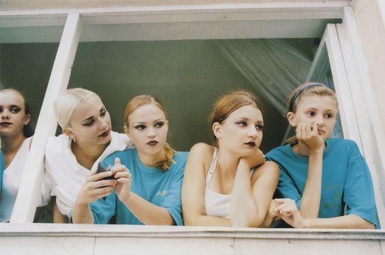 Le photographe américain Neil Craver réalise une série de photos qui lie nature et humanité.Dans son projet OmniPhantasmic, l\\\'artiste s\\\'intéresse au corps humain et shoote sous l\\\'eau des femmes nues. La variété de couleurs et le poids des femmes dans l\\\'eau nous fait découvrir une toute autre facette du corps ...